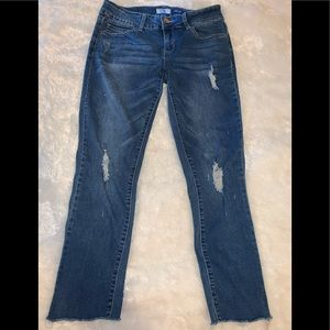 YMI Wanna Betta Butt Distress Ankle Size 9 Jeans.